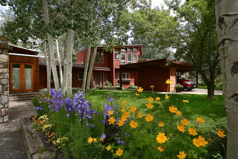 Duplex pour l Vente à West Aspen 1/2 Duplex 950 Cemetery Lane Aspen, Colorado 81611 États-Unis