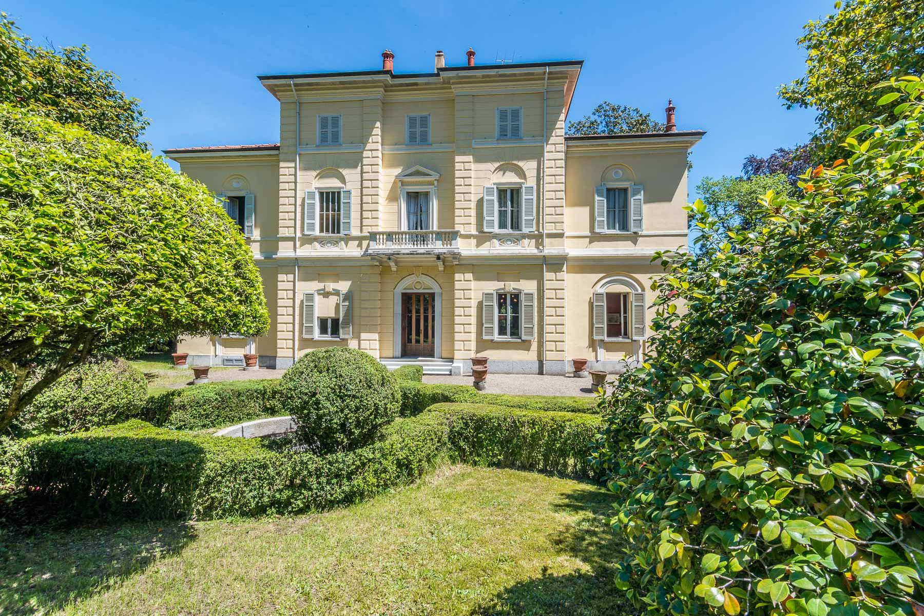 Additional photo for property listing at Unique villa with Lake view Pella, Novara Italia