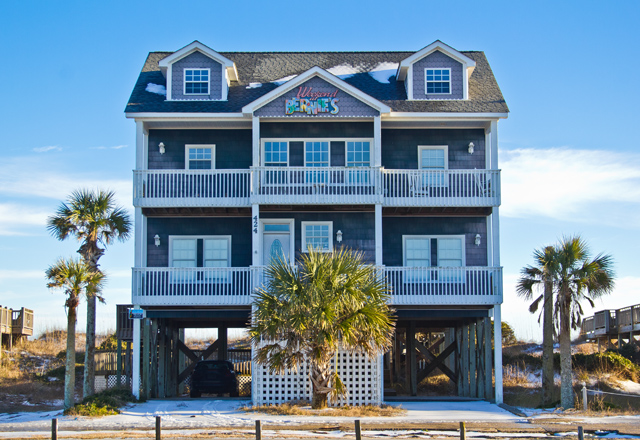 Casa para uma família para Venda às All the best of oceanfront living. 424 New River Inlet Road N Topsail Beach, Carolina Do Norte, 28460 Estados Unidos