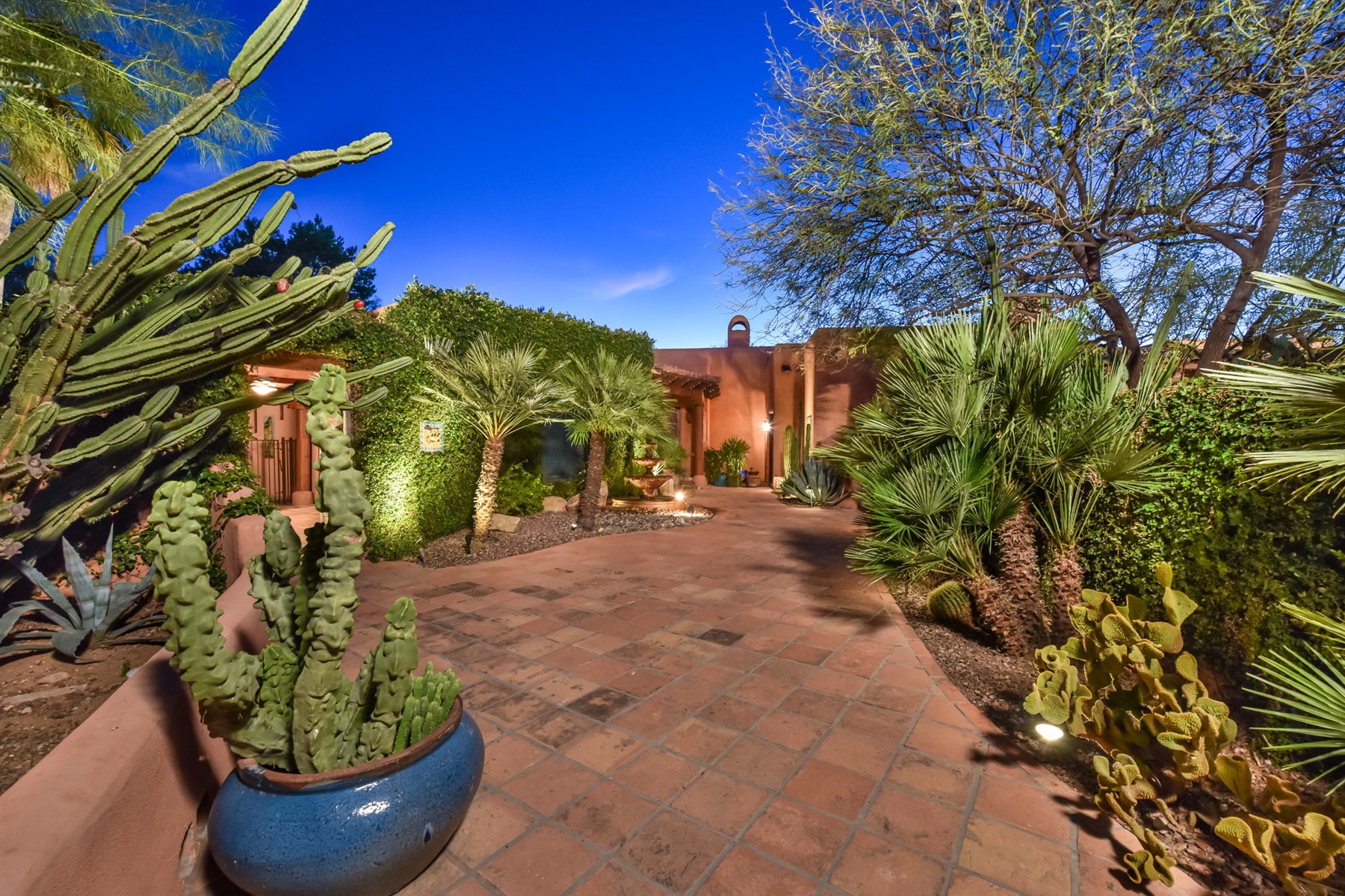 Single Family Home for Sale at Magnificent Spanish hacienda style home 5783 E Via Los Caballos Paradise Valley, Arizona 85253 United States