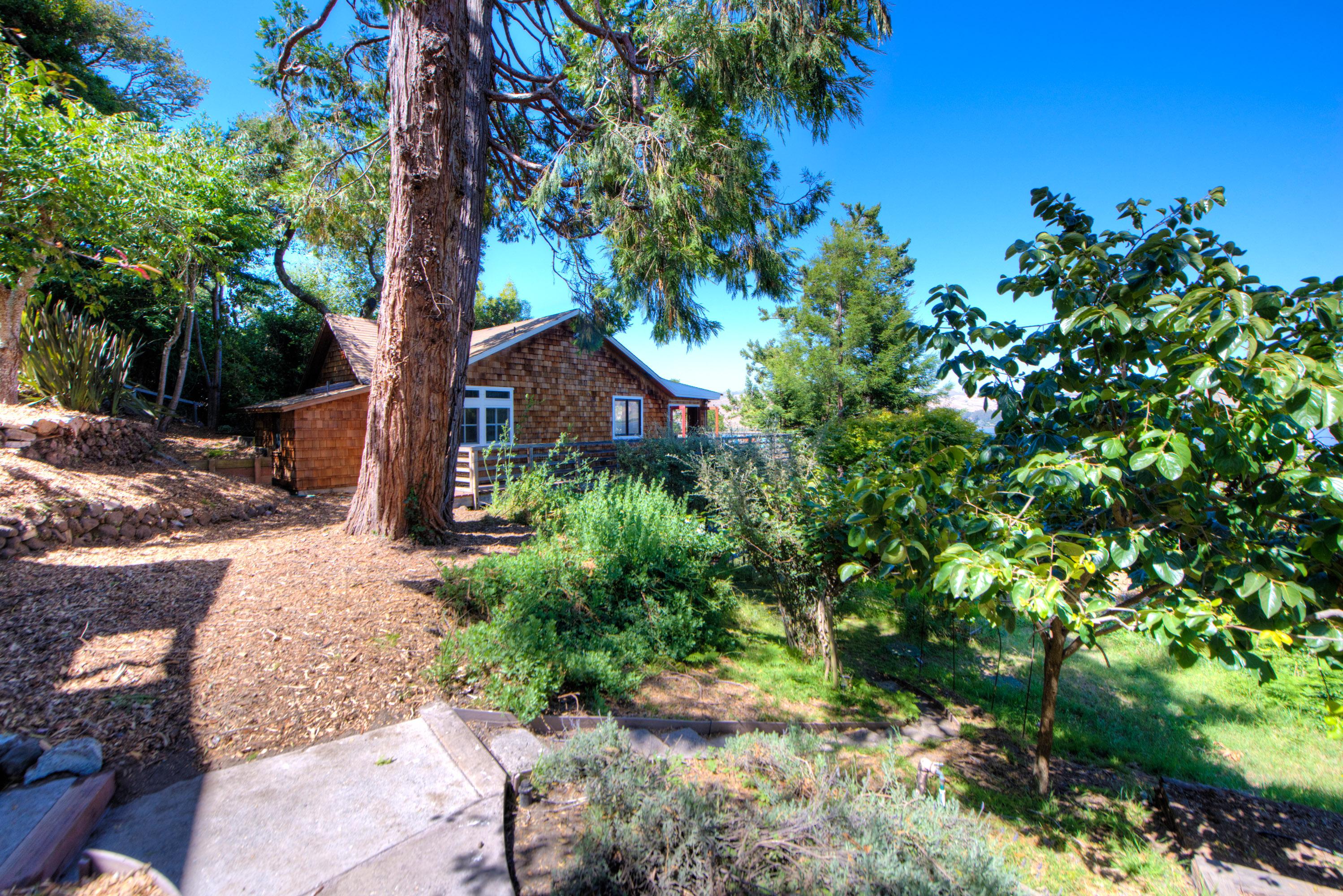 Einfamilienhaus für Verkauf beim Overlooking Tomales Bay 186 Edgemont Way Inverness, Kalifornien, 94937 Vereinigte Staaten