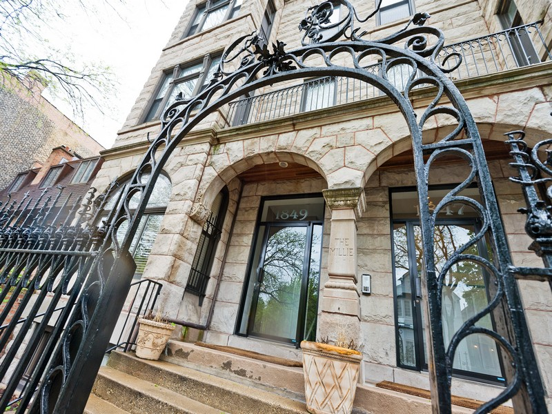 sales property at Beautiful Condo in the Heart of Lincoln Park