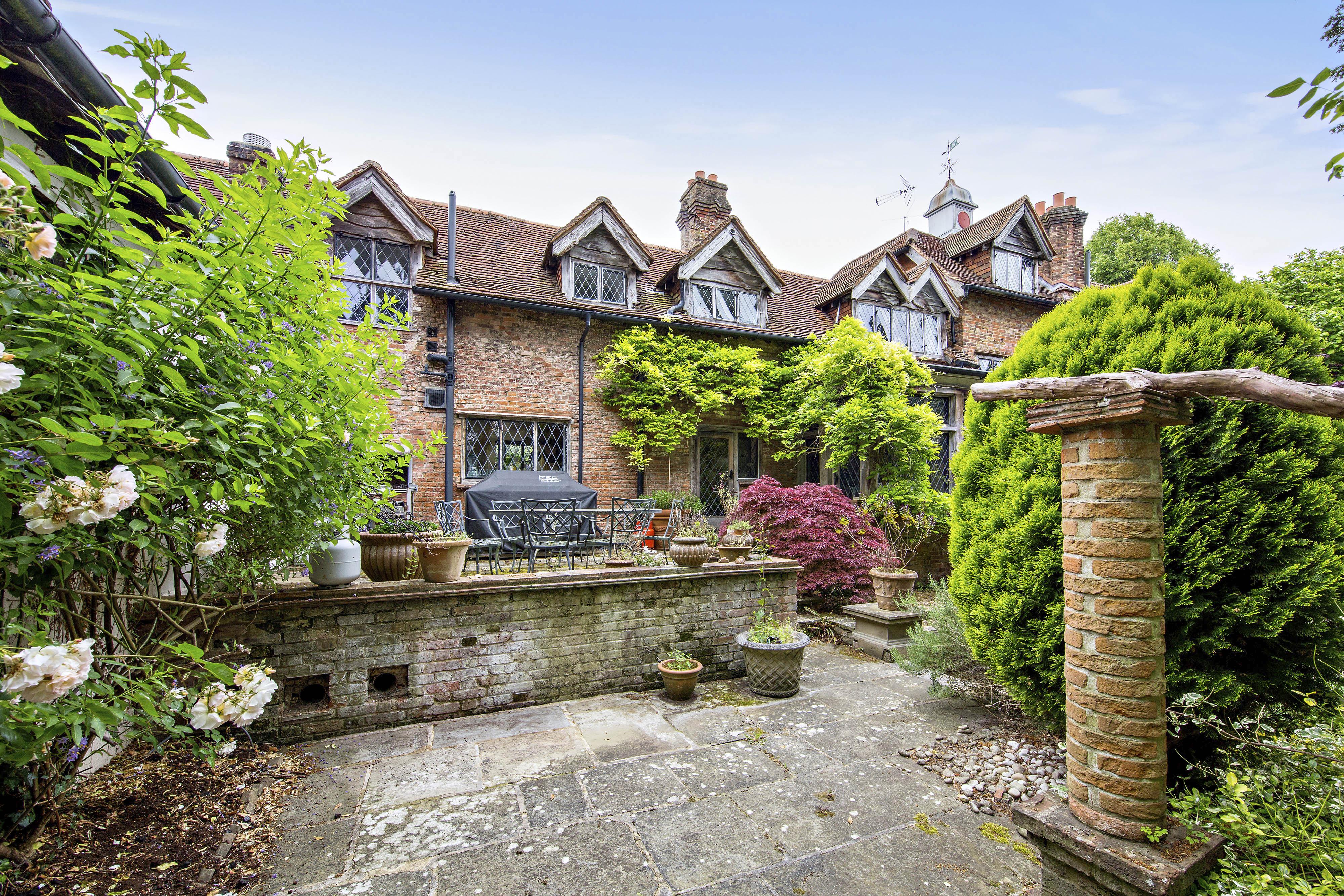 Tek Ailelik Ev için Satış at Country Living Givons Grove Other England, Ingiltere KT228LD Ingiltere