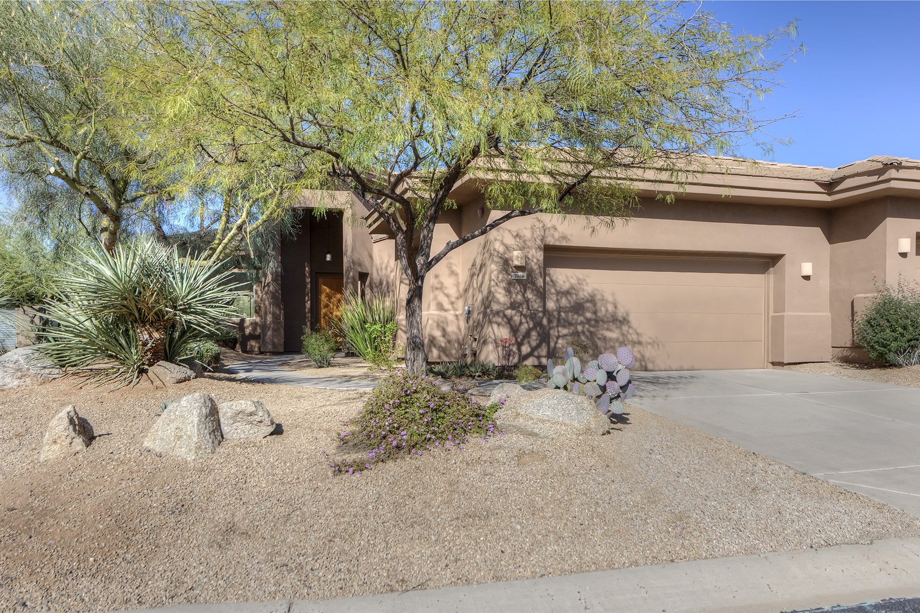 Maison unifamiliale pour l Vente à Stunning mountain views from this perfectly situated villa on a quiet cul de sac 7386 E Quien Sabe Way Scottsdale, Arizona, 85266 États-Unis