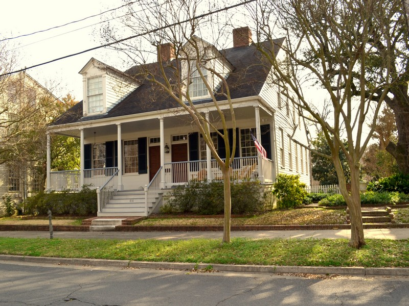 Single Family Home for Sale at Winchester House 816 Main Street Natchez, Mississippi 39120 United States