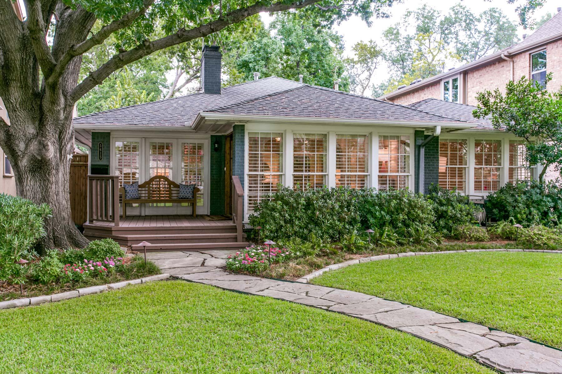 独户住宅 为 销售 在 Pristine Devonshire Cottage 5615 W. Hanover Avenue 达拉斯, 得克萨斯州, 75209 美国