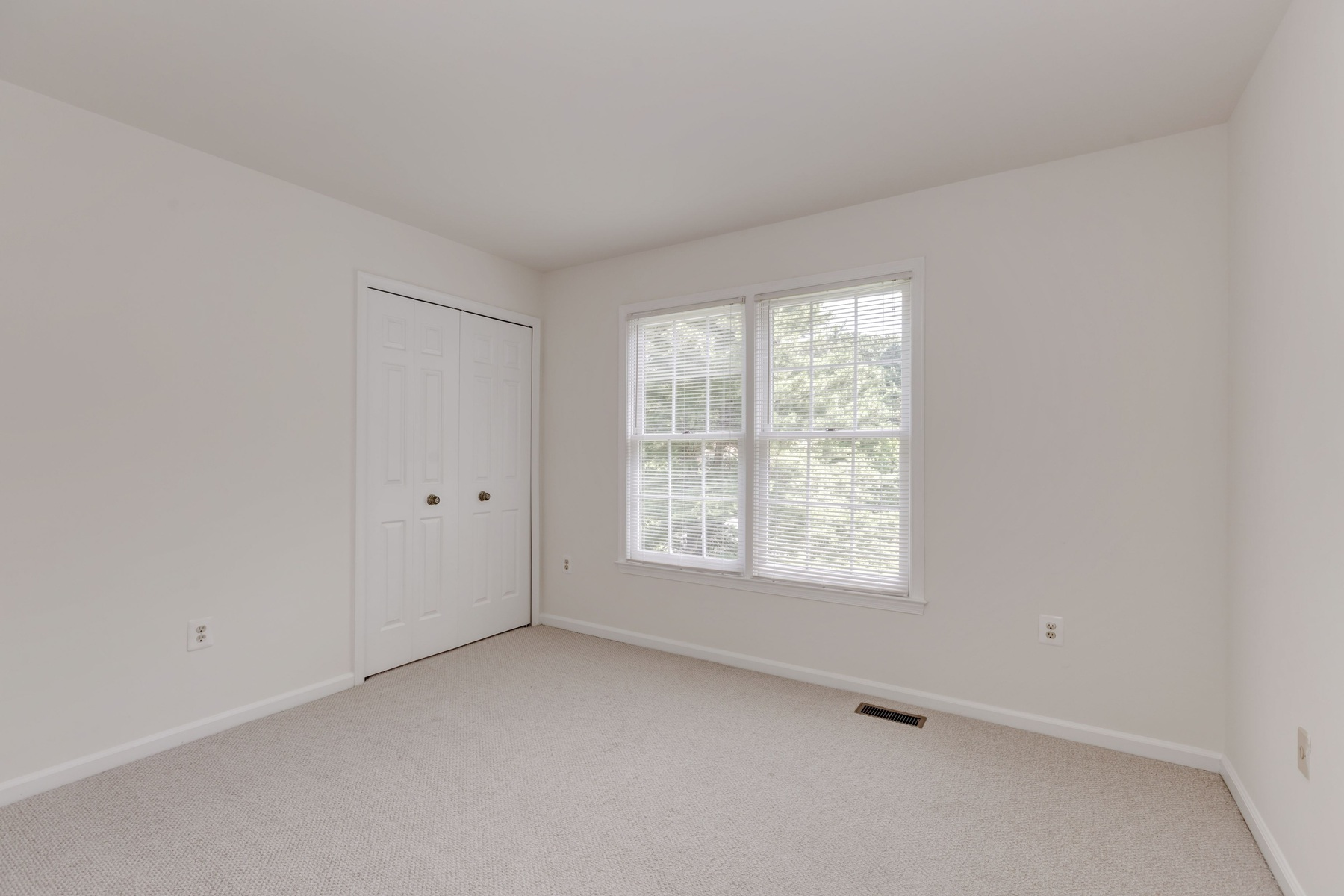 Additional photo for property listing at McLean Estates 8445 Holly Leaf Dr McLean, Виргиния 22102 Соединенные Штаты