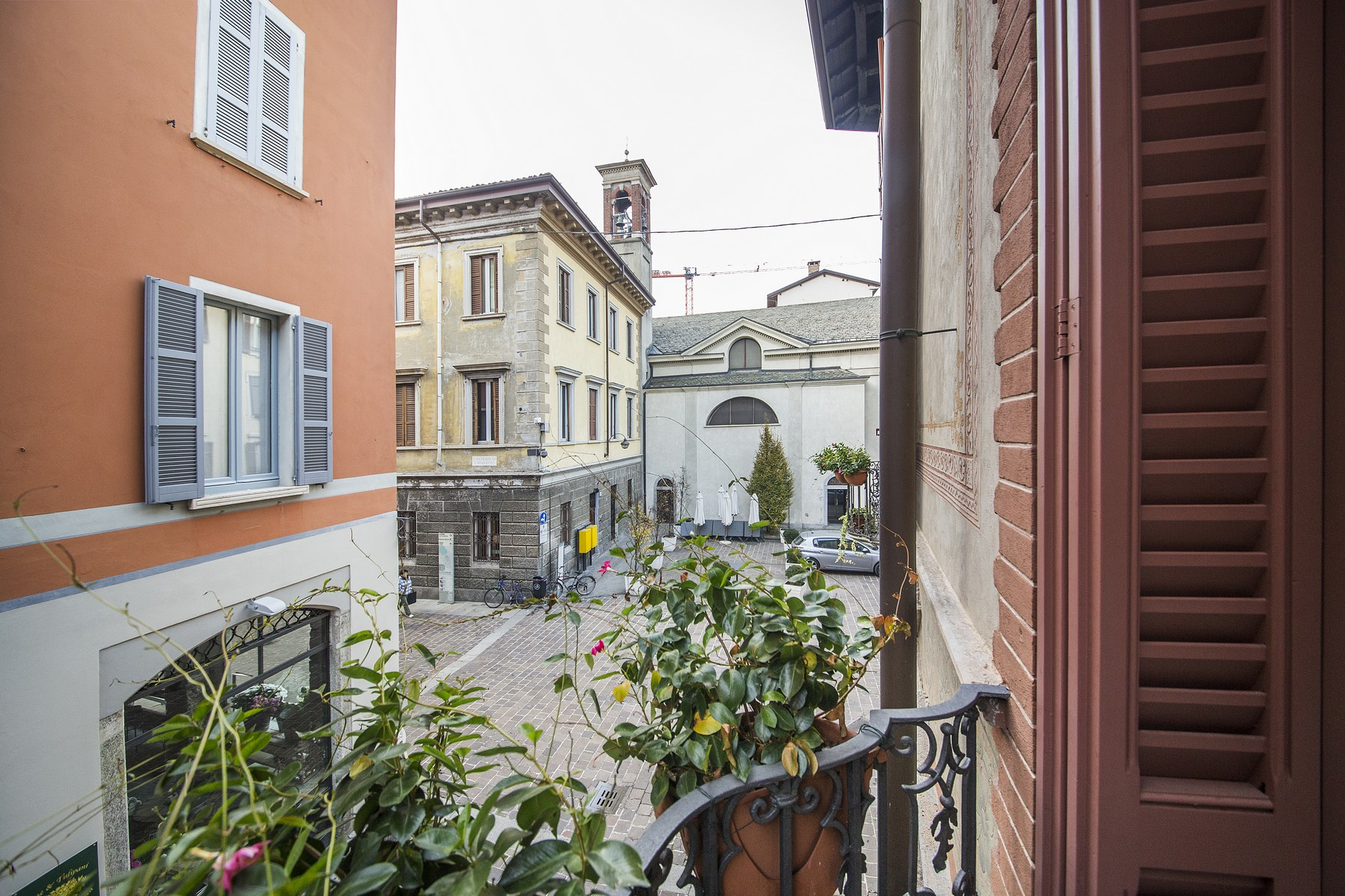 Additional photo for property listing at Wonderful apartment in prestigious building in the center of Como Via Bonanomi Como, Como 22100 Italie