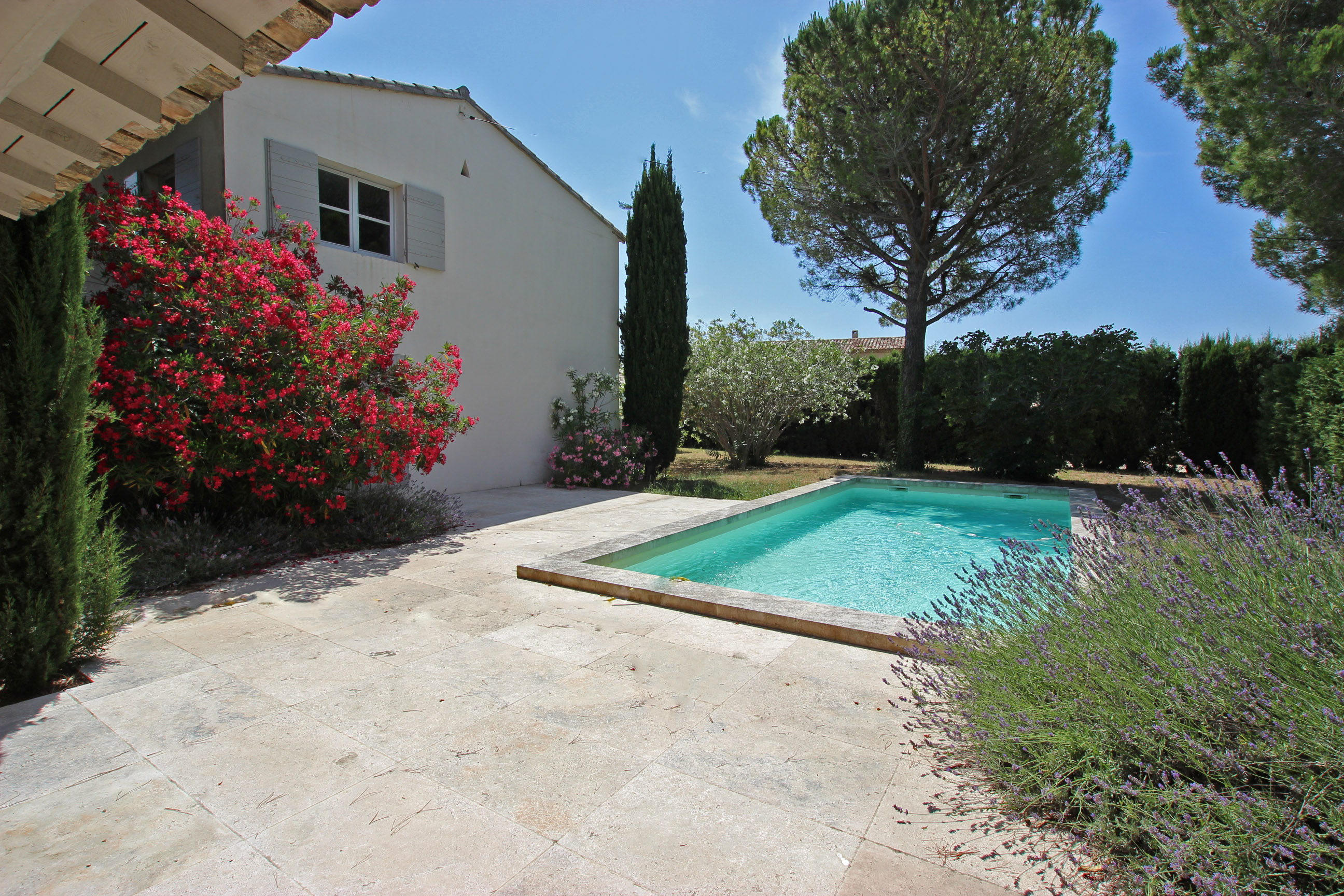 Additional photo for property listing at Charming townhouse in Provence  Saint Remy De Provence, Provence-Alpes-Cote D'Azur 13210 France