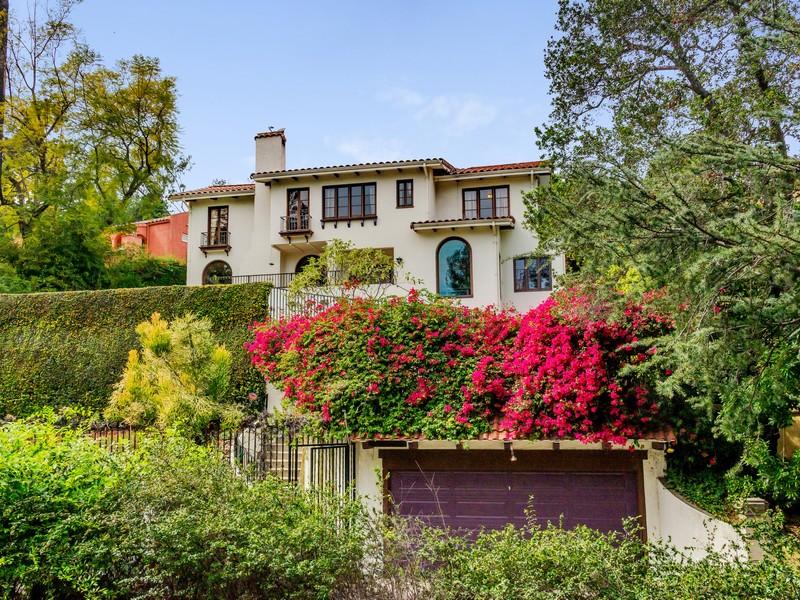 Maison unifamiliale pour l Vente à 2126 E. Live Oak Dr. Los Angeles, Californie 90068 États-Unis