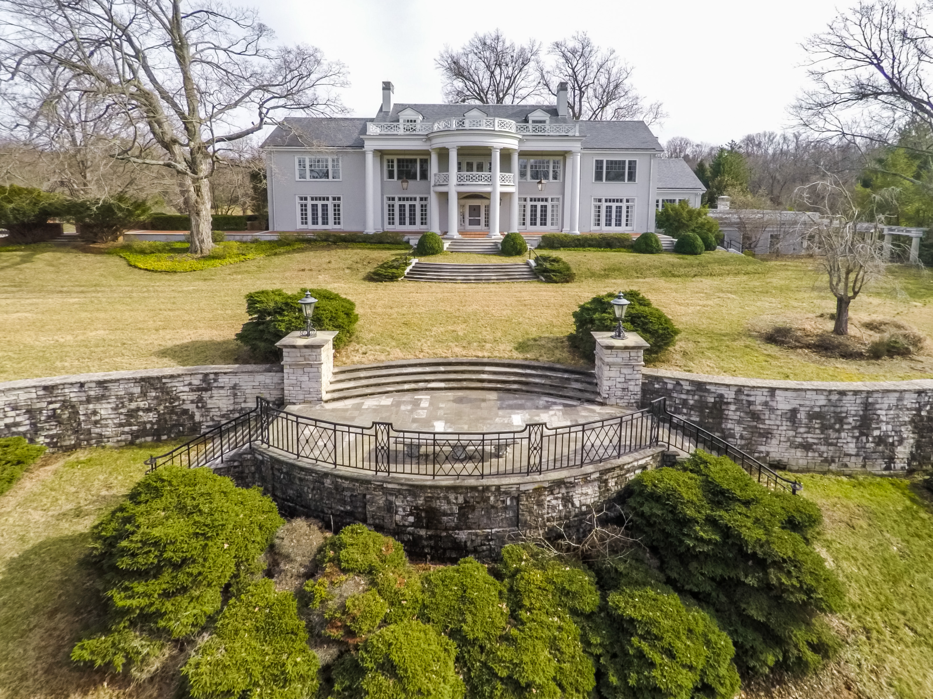 Maison unifamiliale pour l Vente à 5224 Avish Lane Harrods Creek, Kentucky, 40059 États-Unis