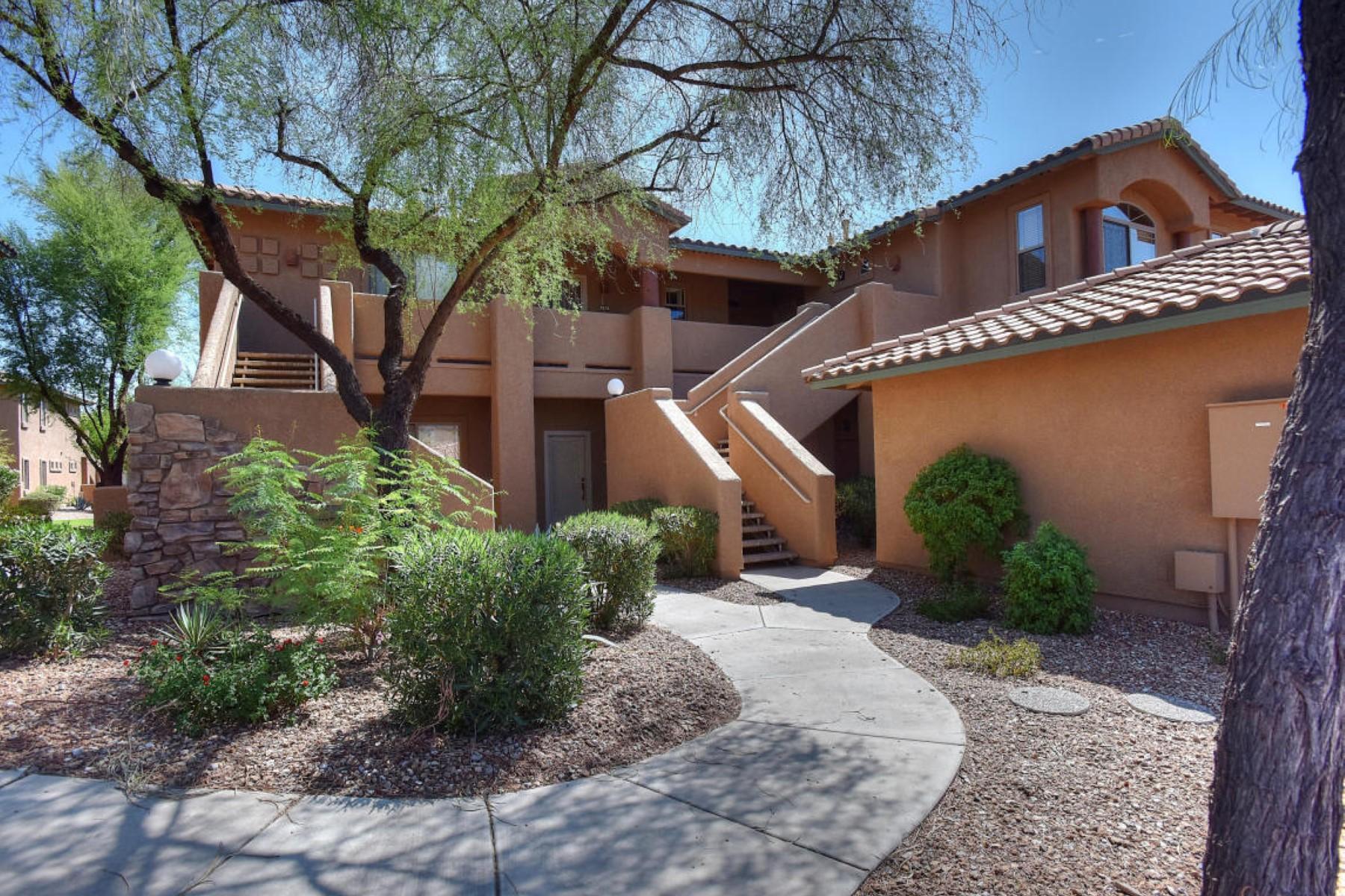 아파트 용 매매 에 Private 2BR upstairs condominium backing to grassy courtyard common area. 11500 E COCHISE DR 2037 Scottsdale, 아리조나 85259 미국