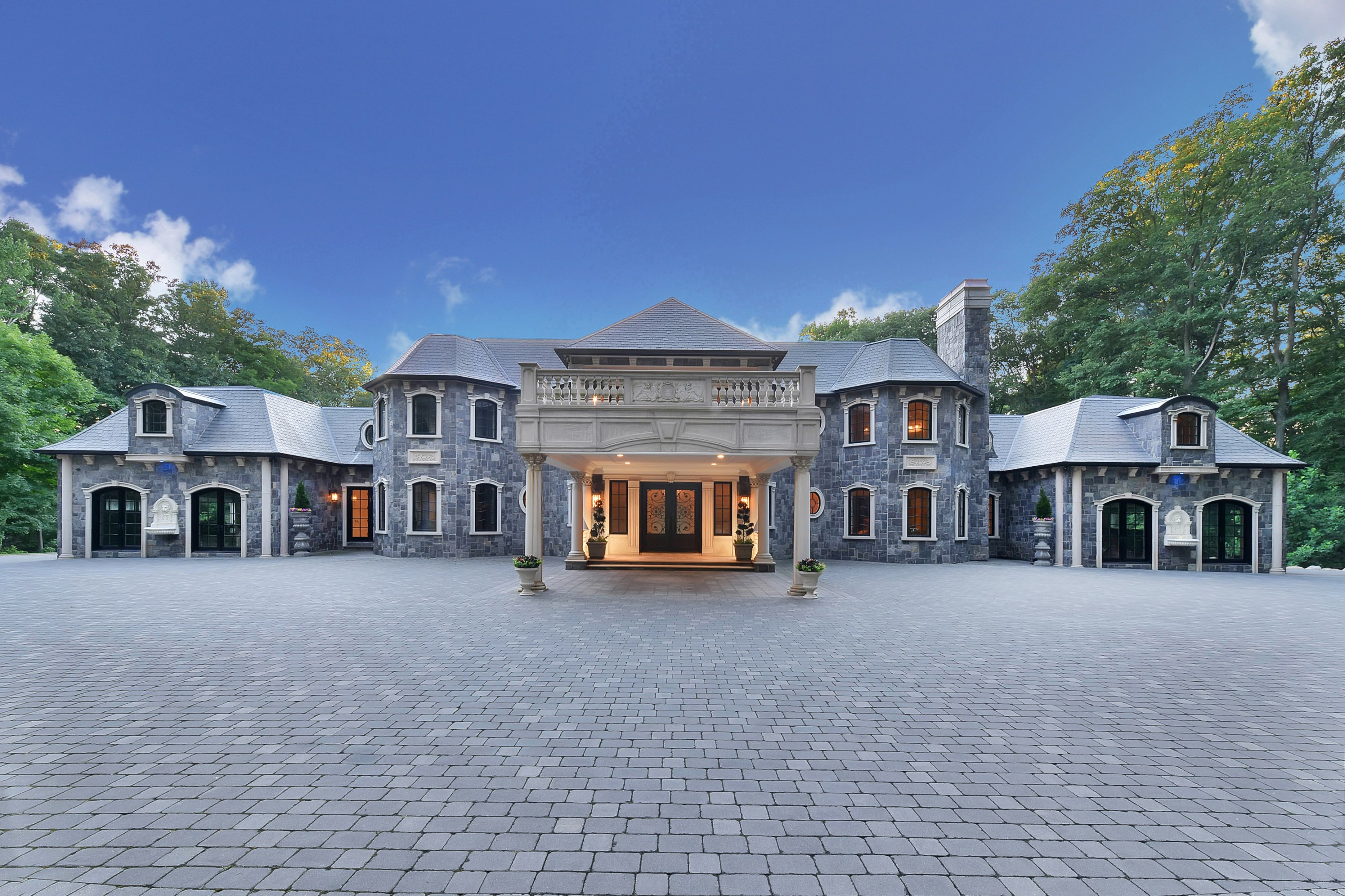 独户住宅 为 销售 在 Stone Palace in Saddle River 105 Chestnut Ridge Road 马鞍河, 07458 美国