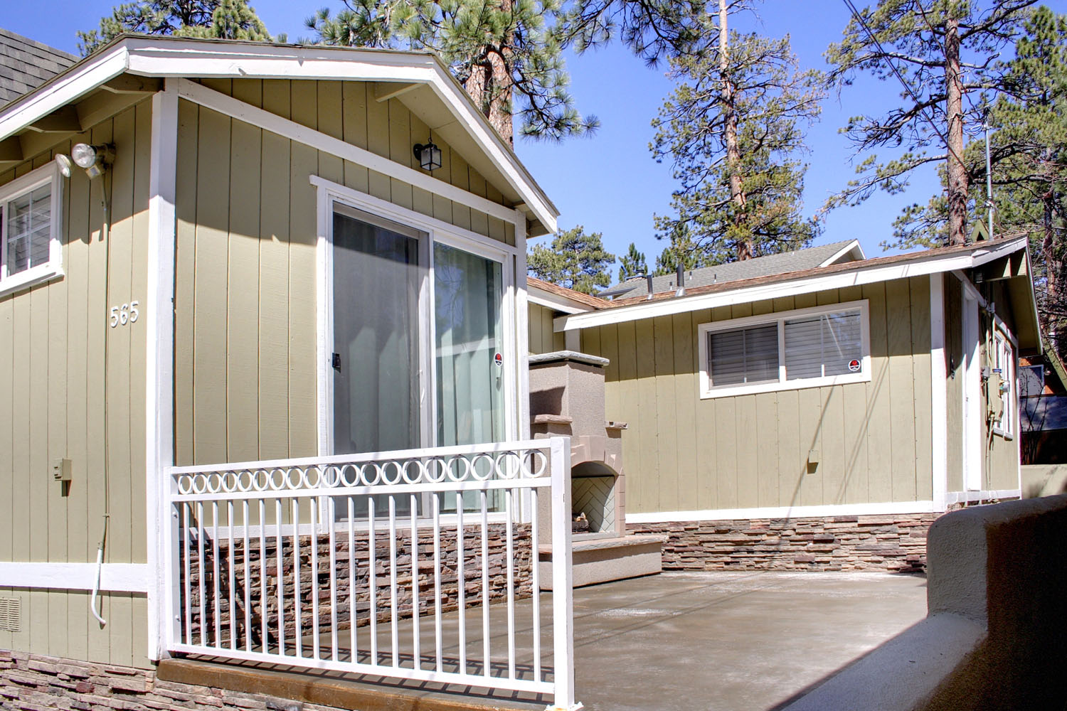 Single Family Home for Sale at 565 Lakewood Big Bear Lake, California, 92315 United States