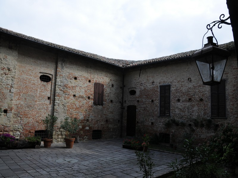 Additional photo for property listing at Ancient castle in the Oltrepo Pavese Pietra de' Giorgi Pietra De Giorgi, Pavia 27040 Italie