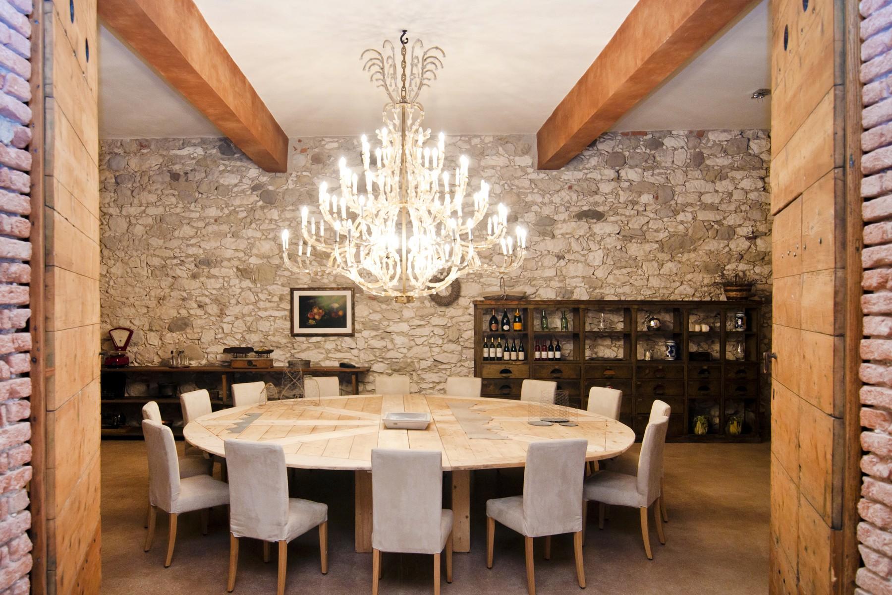 Additional photo for property listing at Magnifique propriété surplombant le lac de Garde Bardolino Bardolino, Verona 37011 Italie
