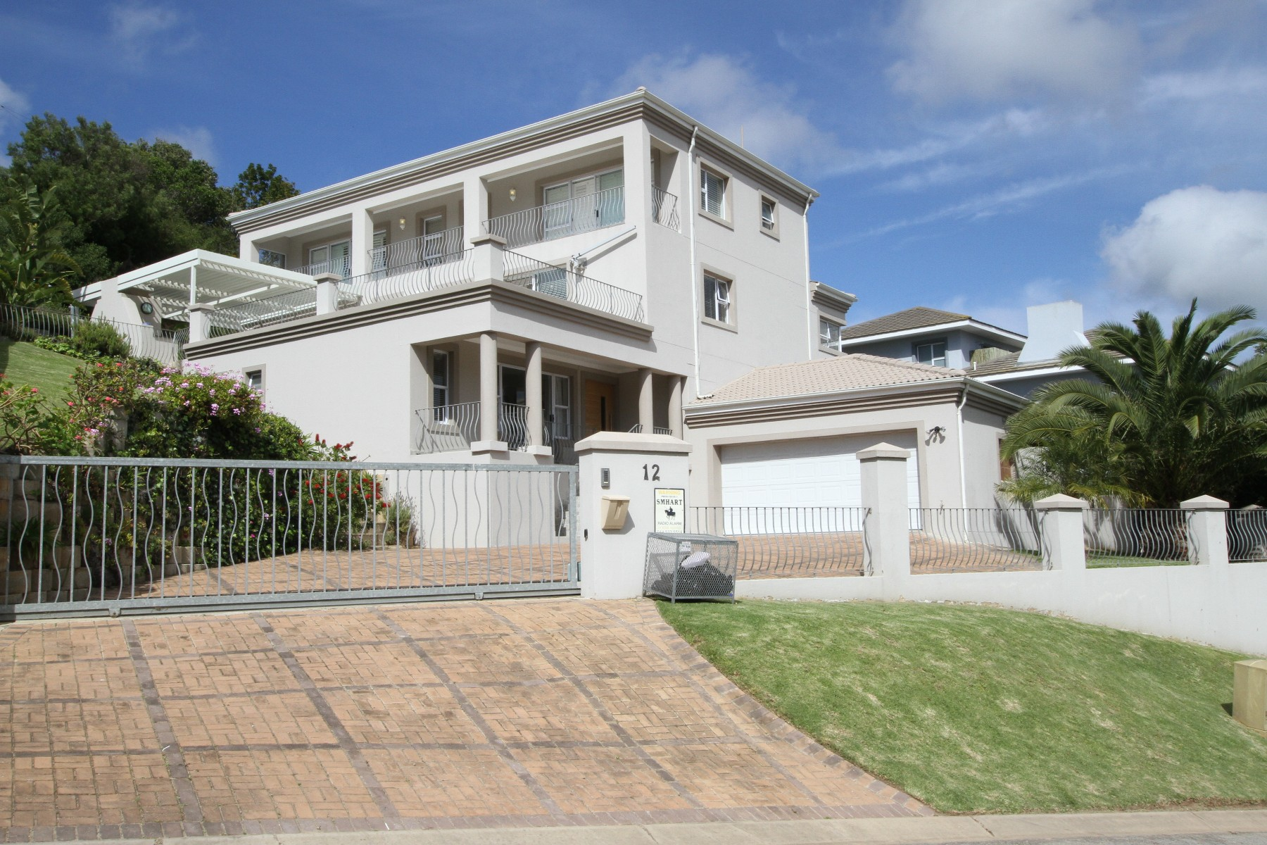Maison unifamiliale pour l Vente à Immaculate modern home Plettenberg Bay, Cap-Occidental, 6600 Afrique Du Sud