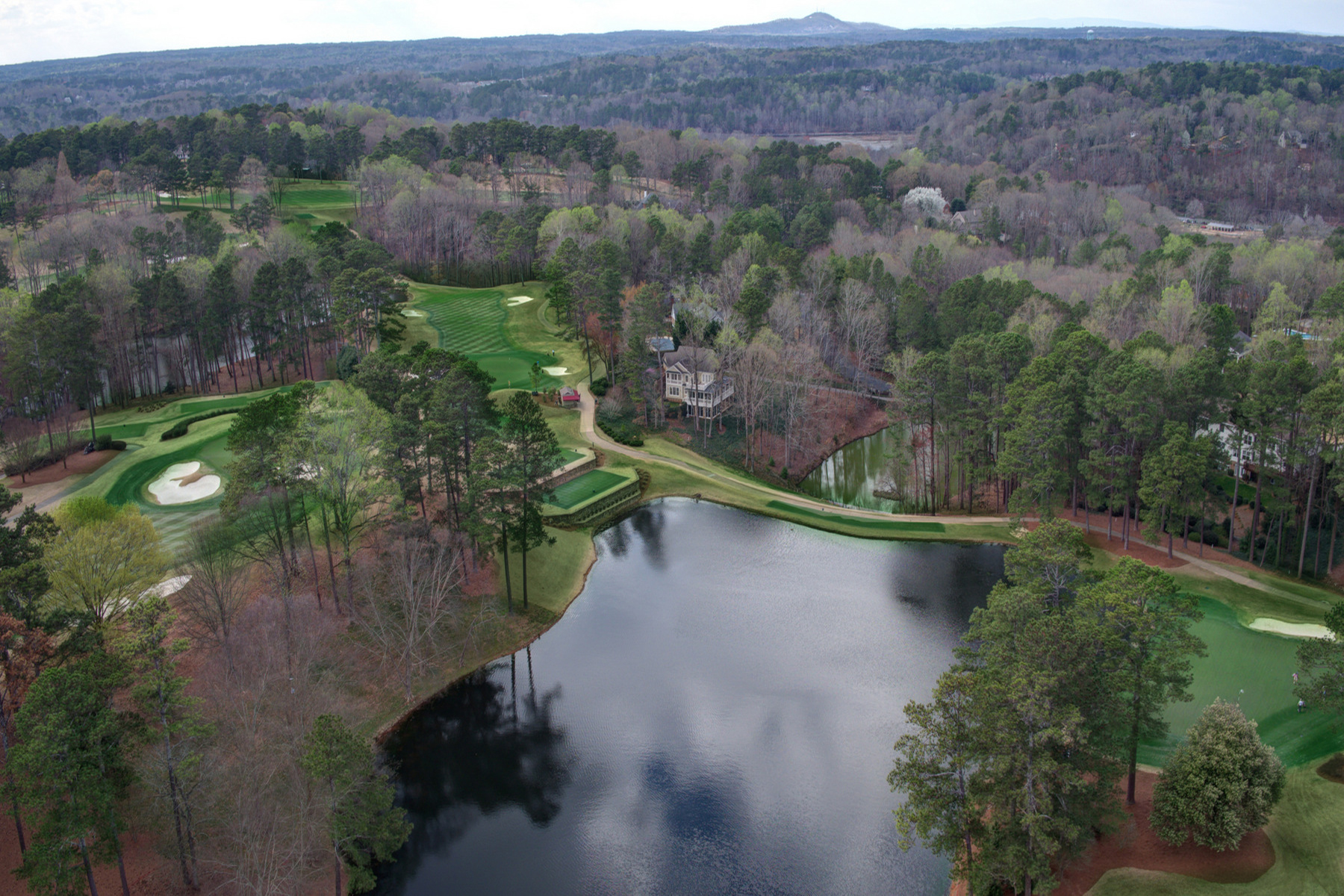 Maison unifamiliale pour l Vente à Breathtaking Golf Course Views 9030 Huntcliff Trace Sandy Springs, Georgia, 30350 États-Unis