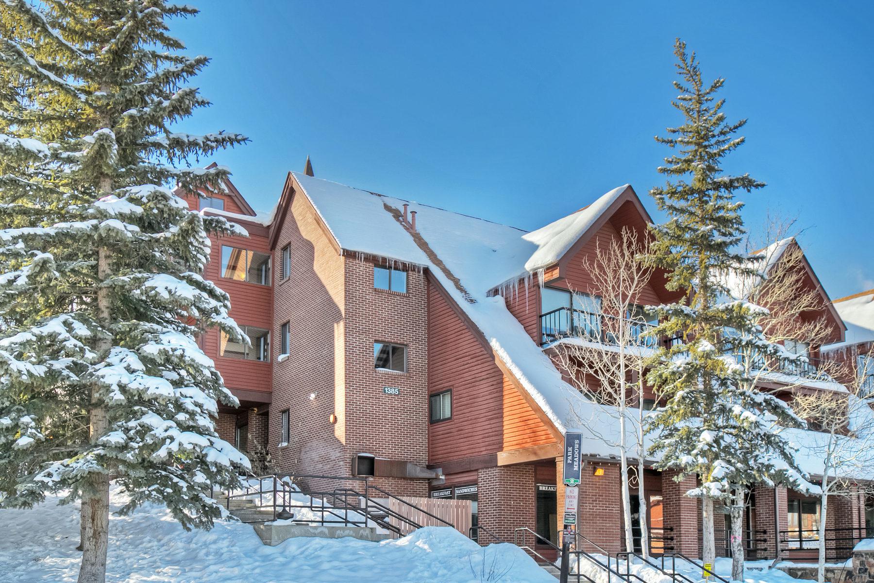 Condomínio para Venda às Ski-in Ski-out at the Base of Park City Mountain 1385 Lowell Ave #201 Park City, Utah 84060 Estados Unidos