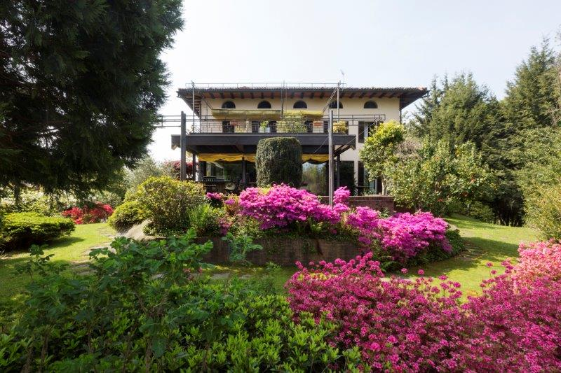 Additional photo for property listing at Exclusive villa on Lake Maggiore Via Alla Rocca Arona, Novara 28041 Italie