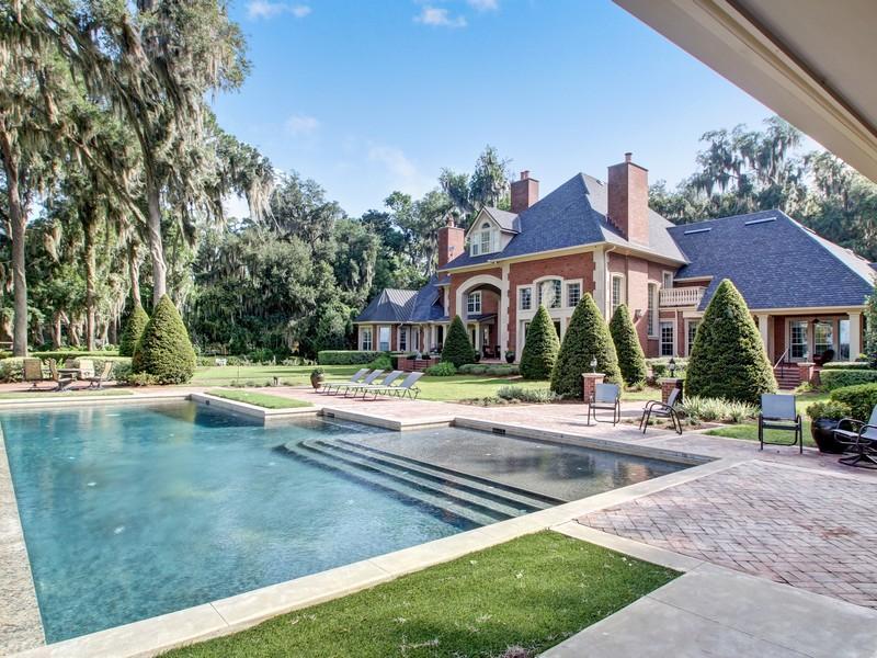 Maison unifamiliale pour l Vente à Extraordinary Riverfront Estate 13426 Mandarin Road Jacksonville, Florida, 32223 États-Unis