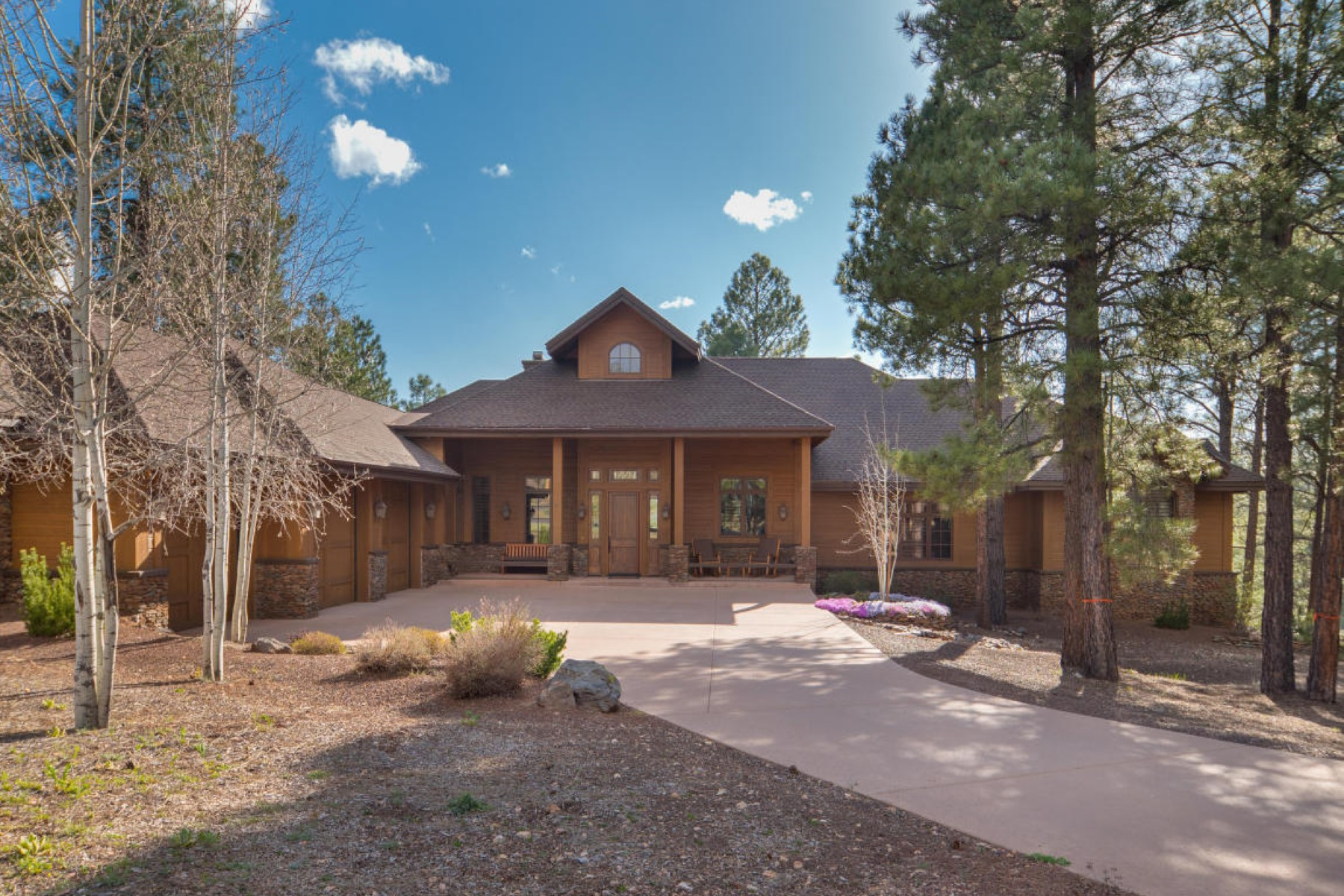 Single Family Home for Sale at Stunning mountain retreat in the community of Forest Highlands Golf Club. 2098 CECIL RICHARDSON RD Flagstaff, Arizona 86005 United States