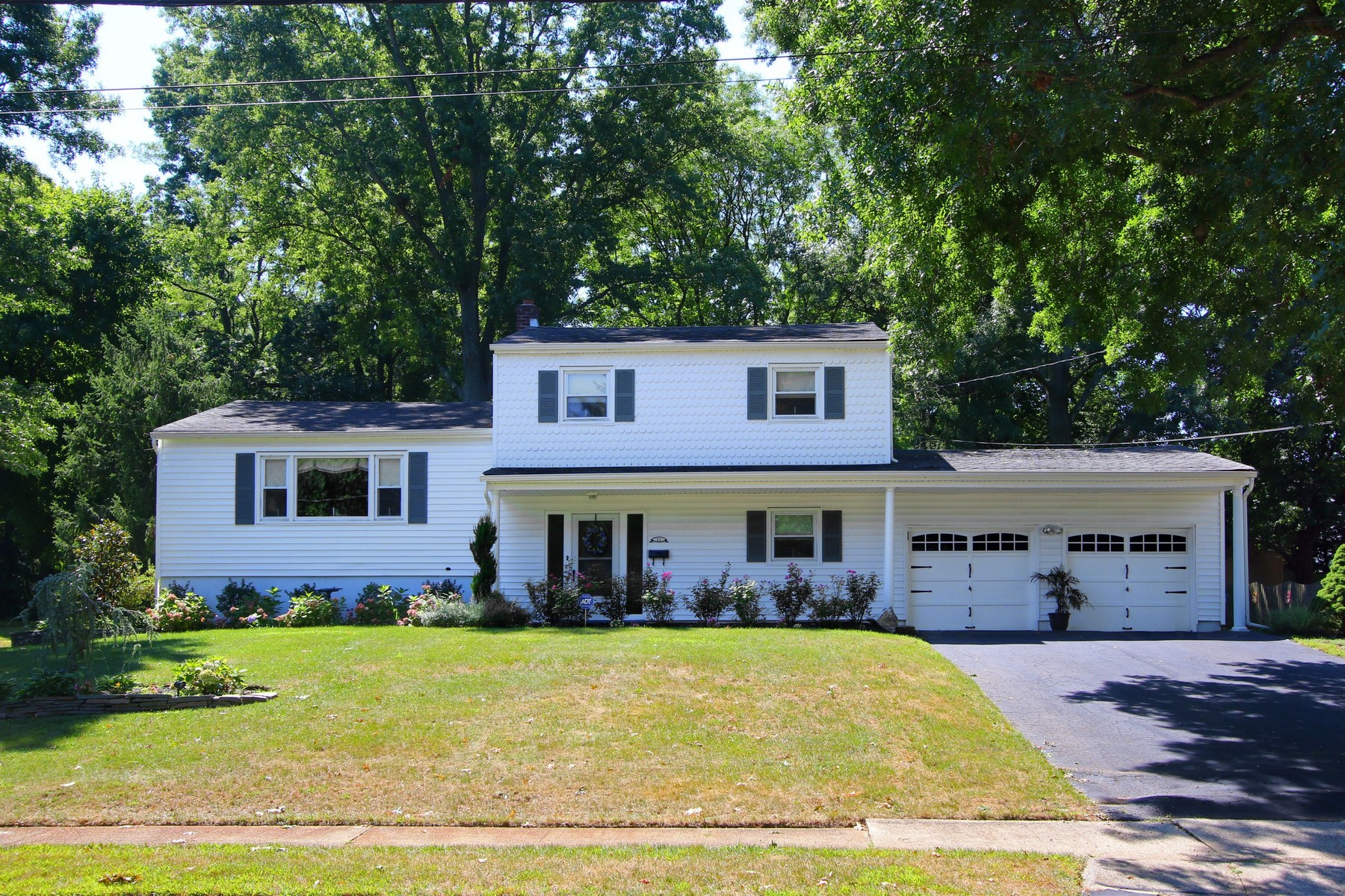 Single Family Home for Sale at Perfect Home 22 Zerman Dr. Middletown, New Jersey 07748 United States