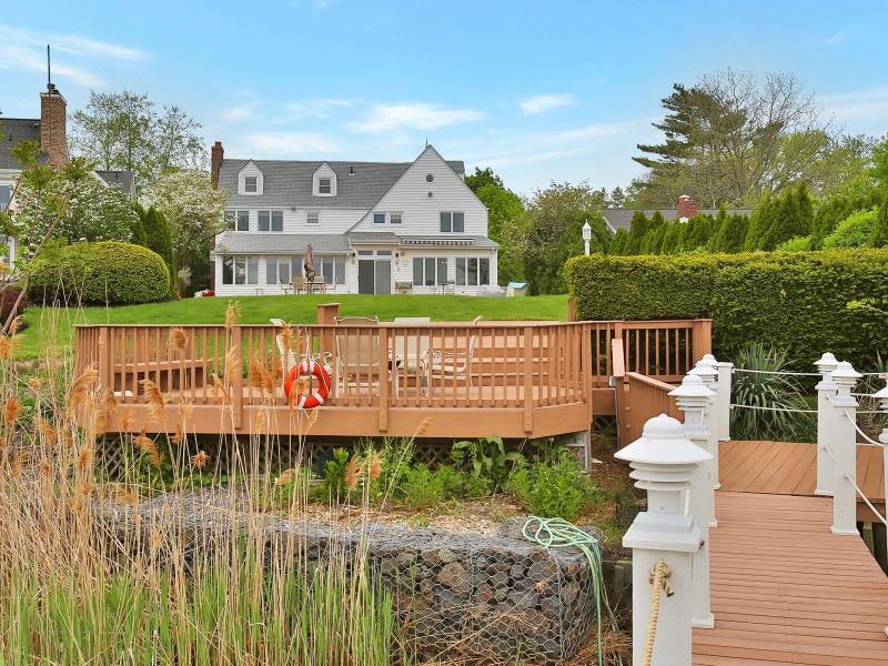 Частный односемейный дом для того Продажа на Magnificent Waterviews 154 Conover Ln Middletown, Нью-Джерси 07748 Соединенные Штаты