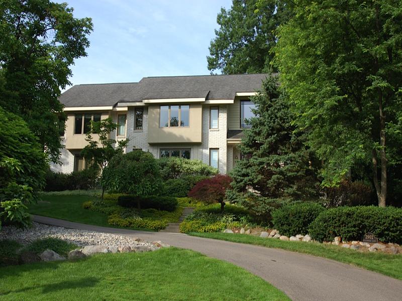 Maison unifamiliale pour l Vente à Bloomfield 2902 Meadowood Lane Bloomfield, Michigan 48302 États-Unis