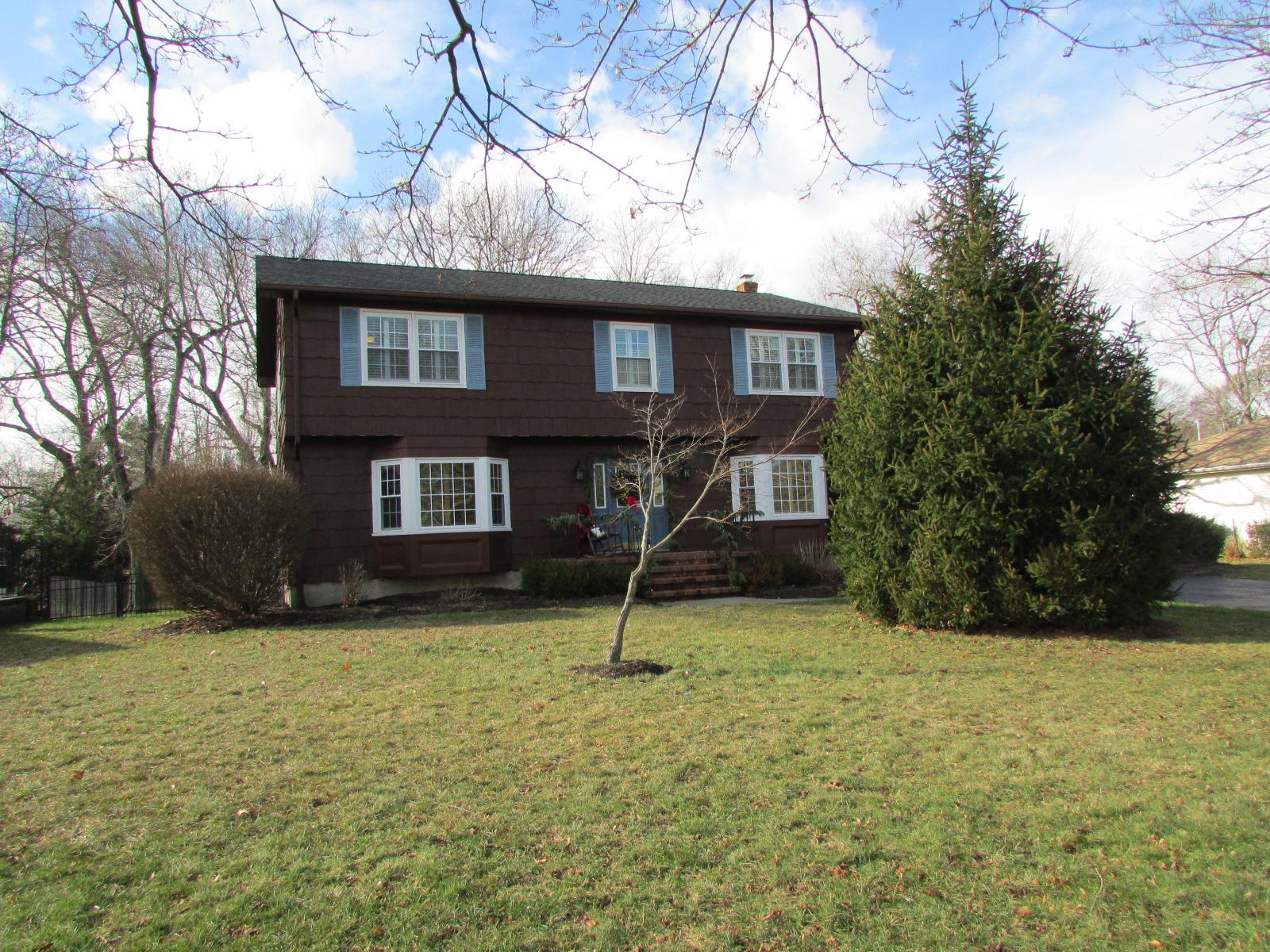 Частный односемейный дом для того Продажа на 23 Jeryl Street Eatontown, Нью-Джерси 07724 Соединенные Штаты