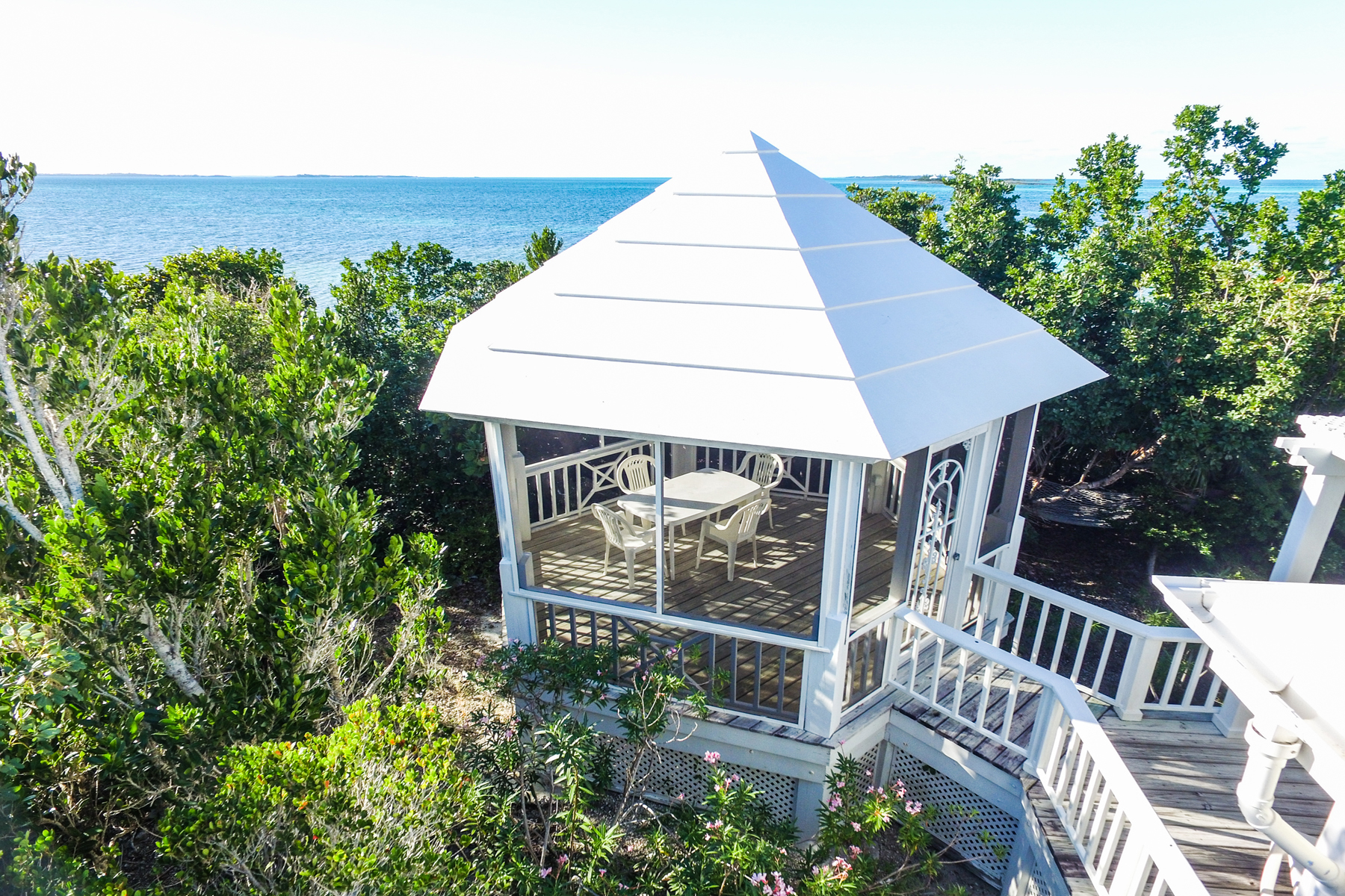 Additional photo for property listing at Sea Breeze Elbow Cay Hope Town, Abaco Bahamas