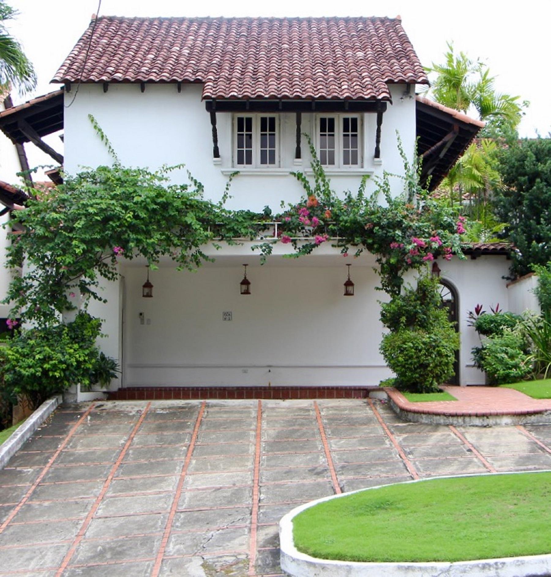 Property Of Casa de Diseño Europeo, Altos del Golf