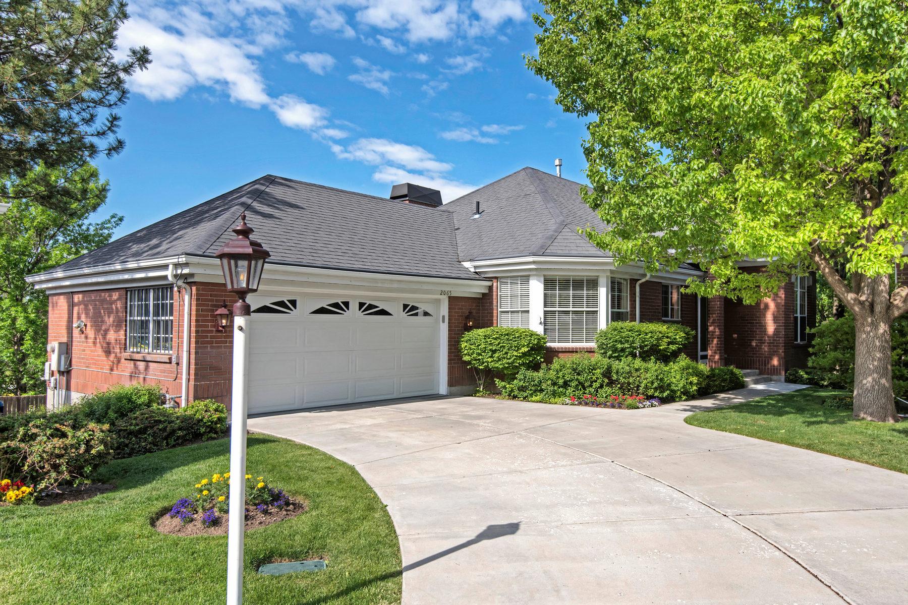 Villa per Vendita alle ore Emigration Creek Side Harvard Oaks Home 2065 E Harvard Oaks Cir Salt Lake City, Utah, 84108 Stati Uniti