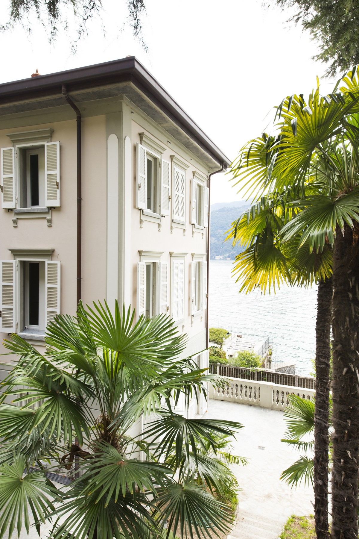 Single Family Home for Sale at Fantastic villa liberty pieds dans l'eau on Lake Como Via Regina Vecchia Carate Urio, Como 22010 Italy