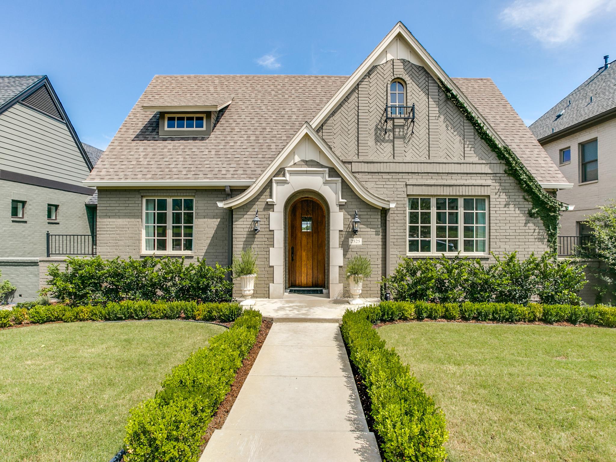Moradia para Venda às Exceptional Tudor near TCU 2525 Lubbock Avenue Fort Worth, Texas, 76109 Estados Unidos