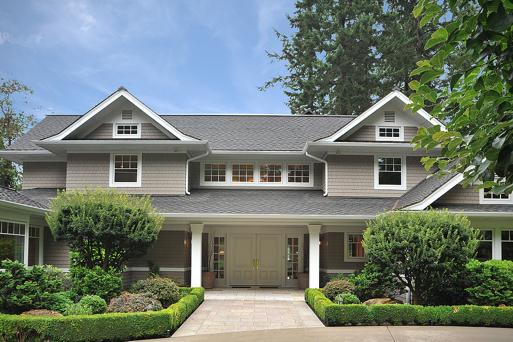 Maison unifamiliale pour l Vente à Gravelly Lake Living 12505 Gravelly Lake Dr SW Lakewood, Washington, 98499 États-Unis