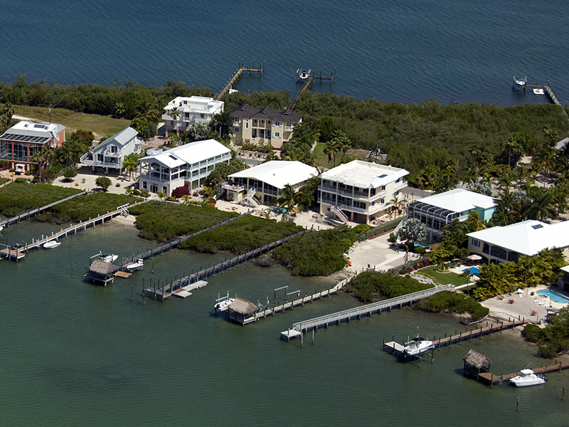 Maison unifamiliale pour l Vente à Brand New Bayfront Home 63 N Bounty Lane Key Largo, Florida, 33037 États-Unis