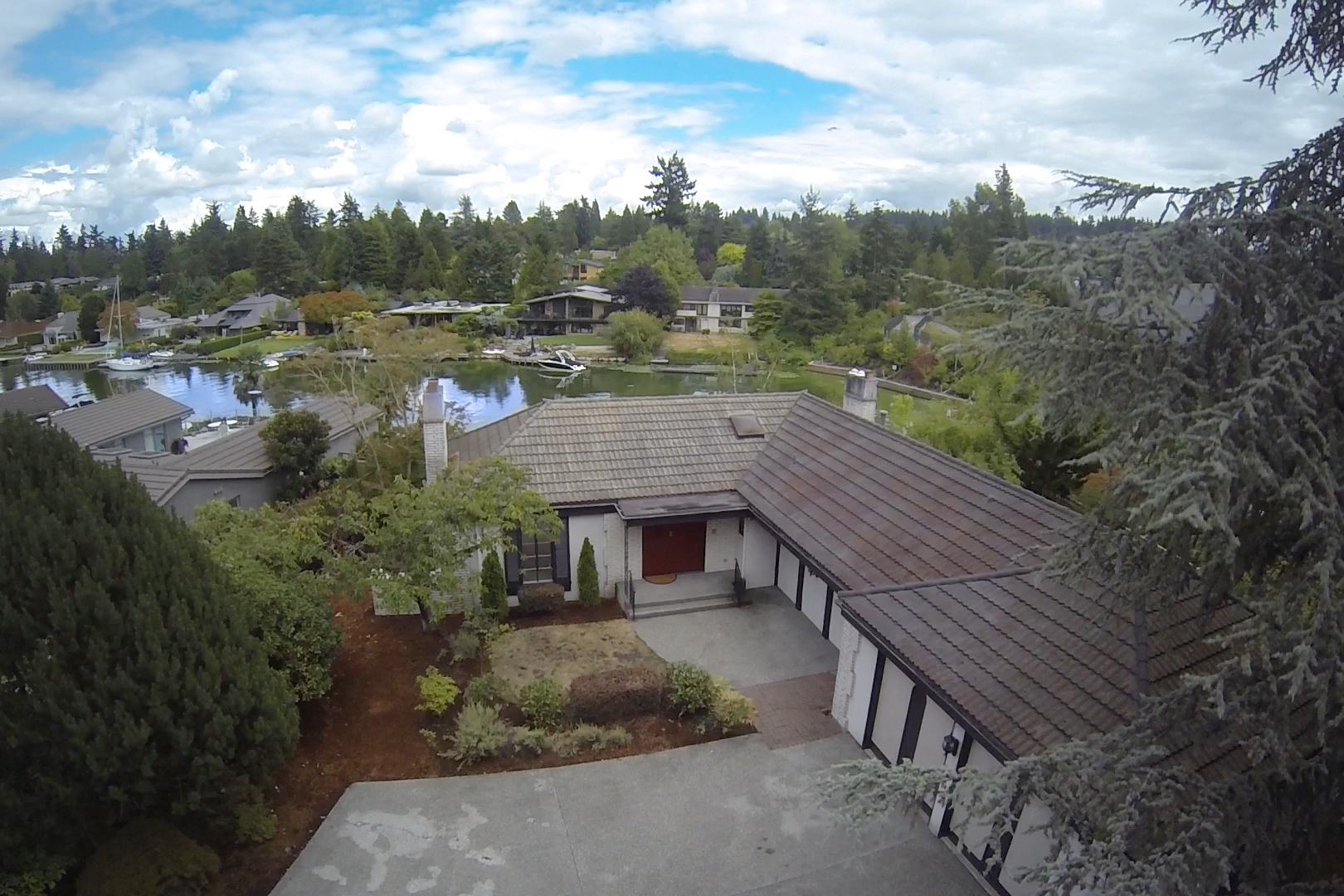 Vivienda unifamiliar por un Venta en Tranquil waterfront living 3008 80th Ave NE Hunts Point, Washington 98004 Estados Unidos