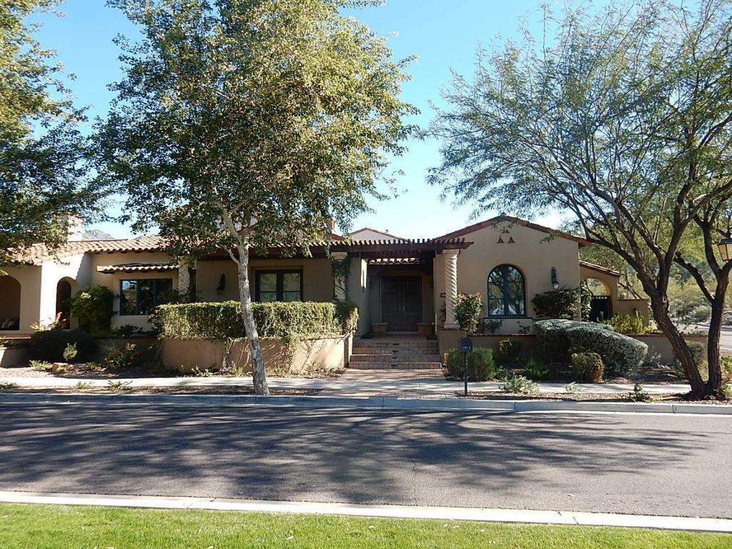 Maison unifamiliale pour l Vente à Nice Spanish Design 20199 N 102ND PL Scottsdale, Arizona 85255 États-Unis