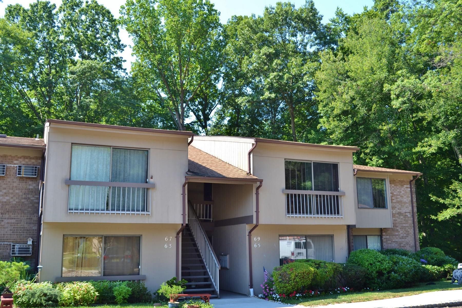 Condominium for Sale at Well Kept Upper Level Navesink Model 69 Lexington Ct. Middletown, New Jersey 07748 United States