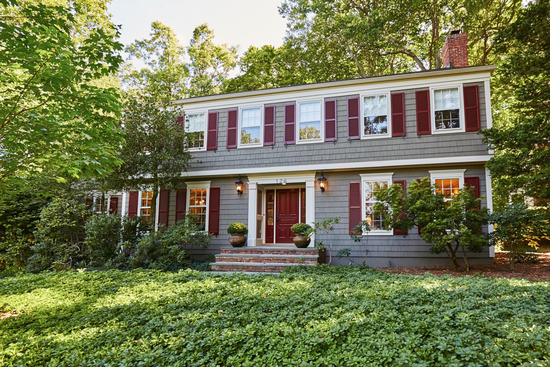 Moradia para Venda às Impressive Colonial 126 Highland Avenue Chatham, Nova Jersey, 07928 Estados Unidos