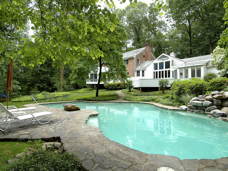 Additional photo for property listing at Amid Some Of the Area's Finest Estates - Lawrence Township 4505 Province Line Road Princeton, New Jersey 08540 États-Unis