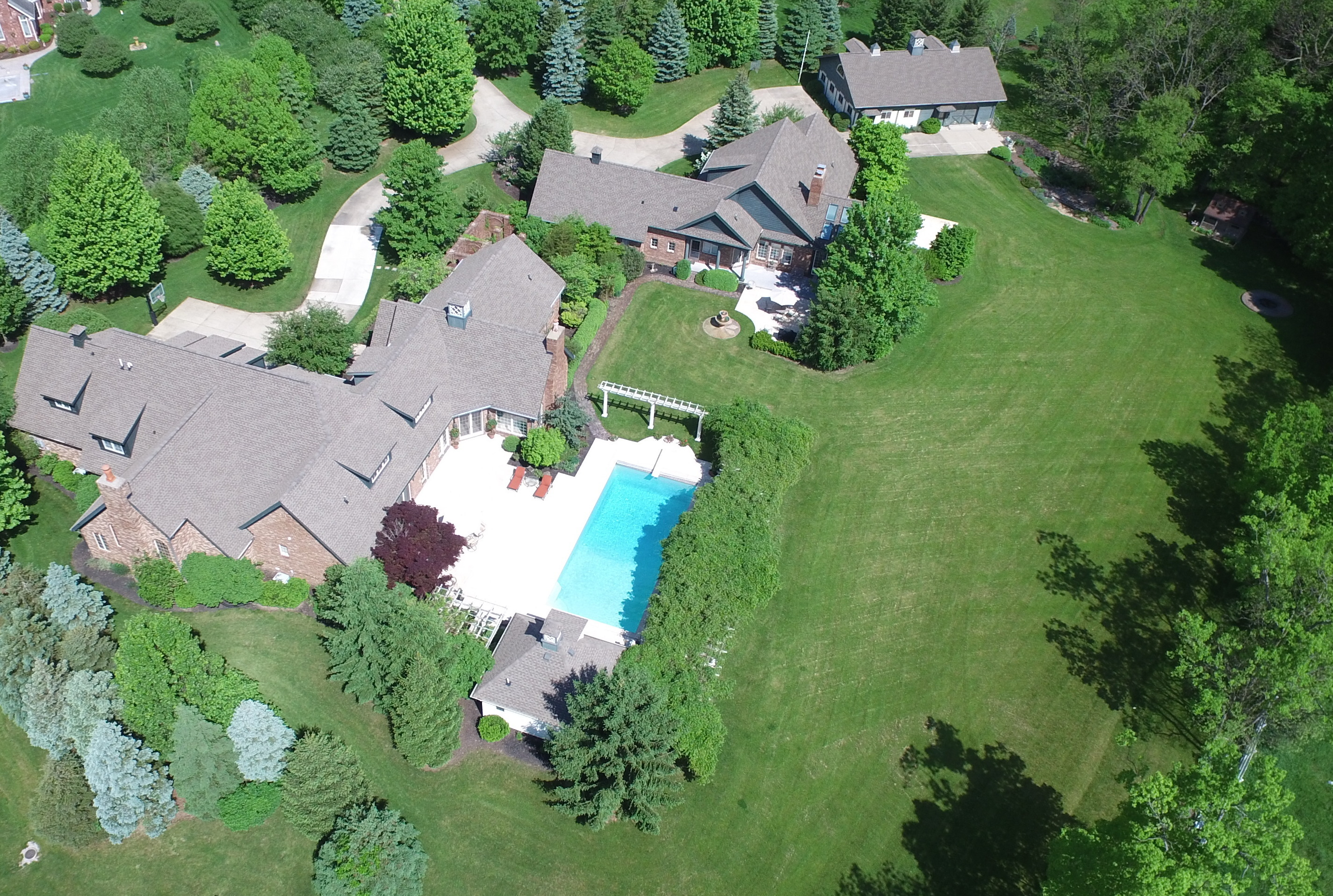Villa per Vendita alle ore Estate Like Home with 2 Residences 6778 Old Hunt Club Rd Zionsville, Indiana, 46077 Stati Uniti
