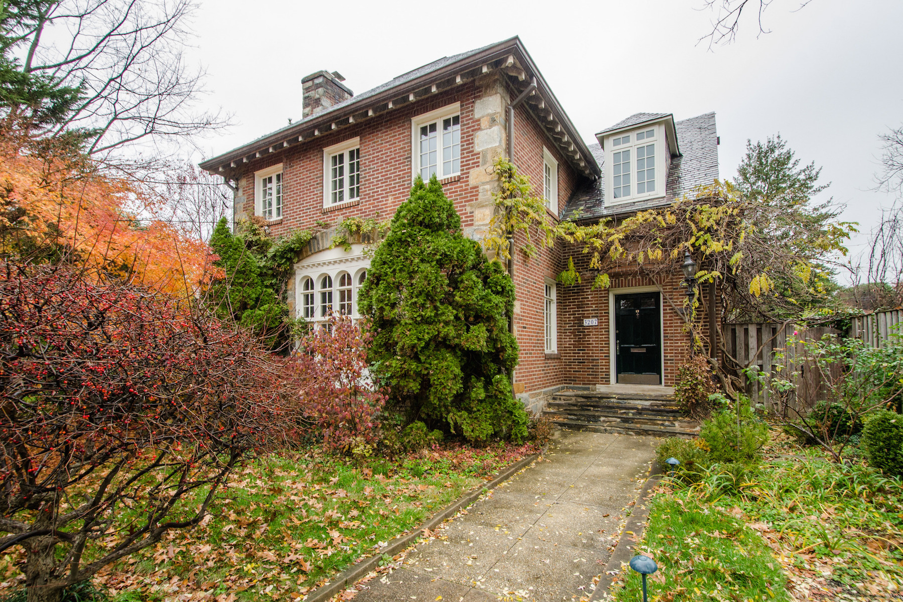 Single Family Home for Rent at 3207 Cathedral Avenue Nw, Washington Washington, District Of Columbia 20008 United States