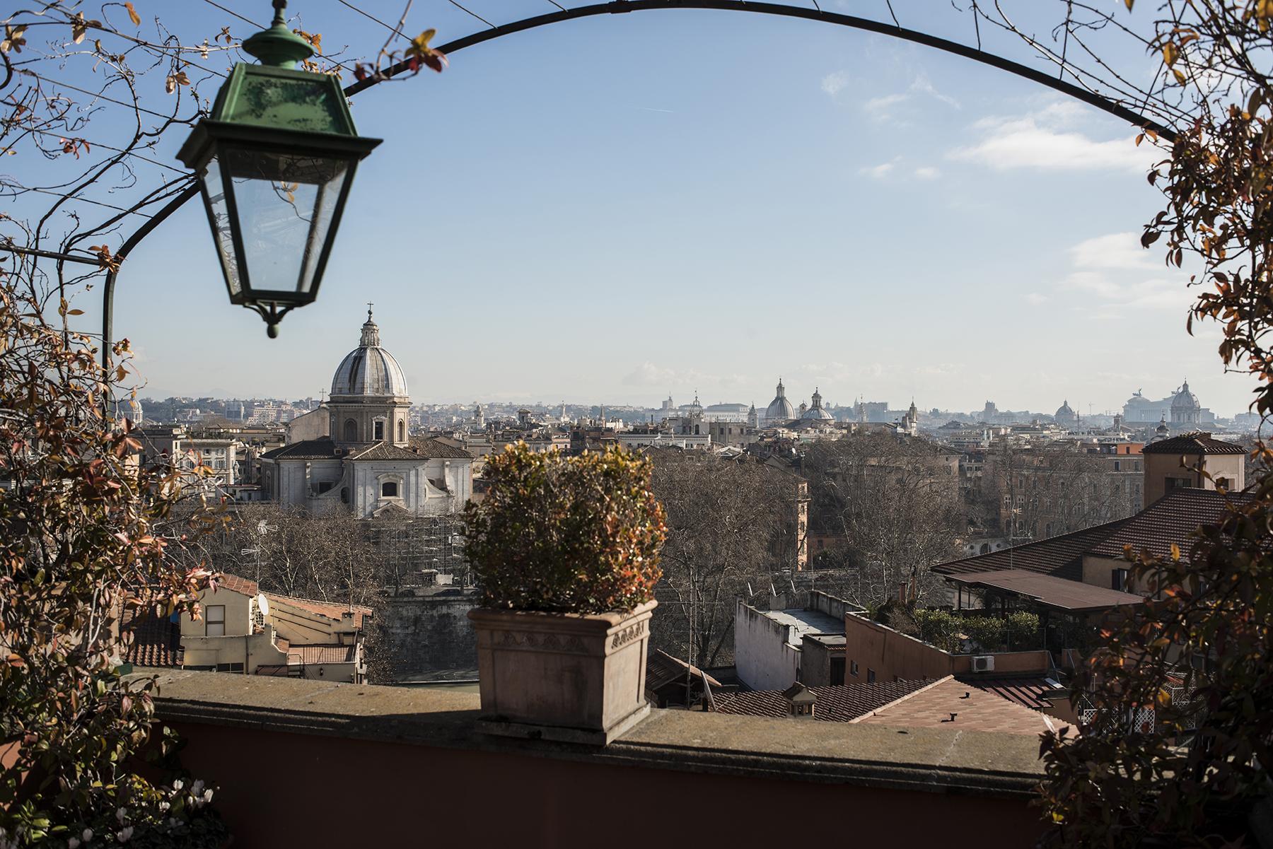 Apartamento por un Venta en Duplex Penthouse with stunning views of the eternal city Salita di Sant'onofrio Rome, Roma 00165 Italia
