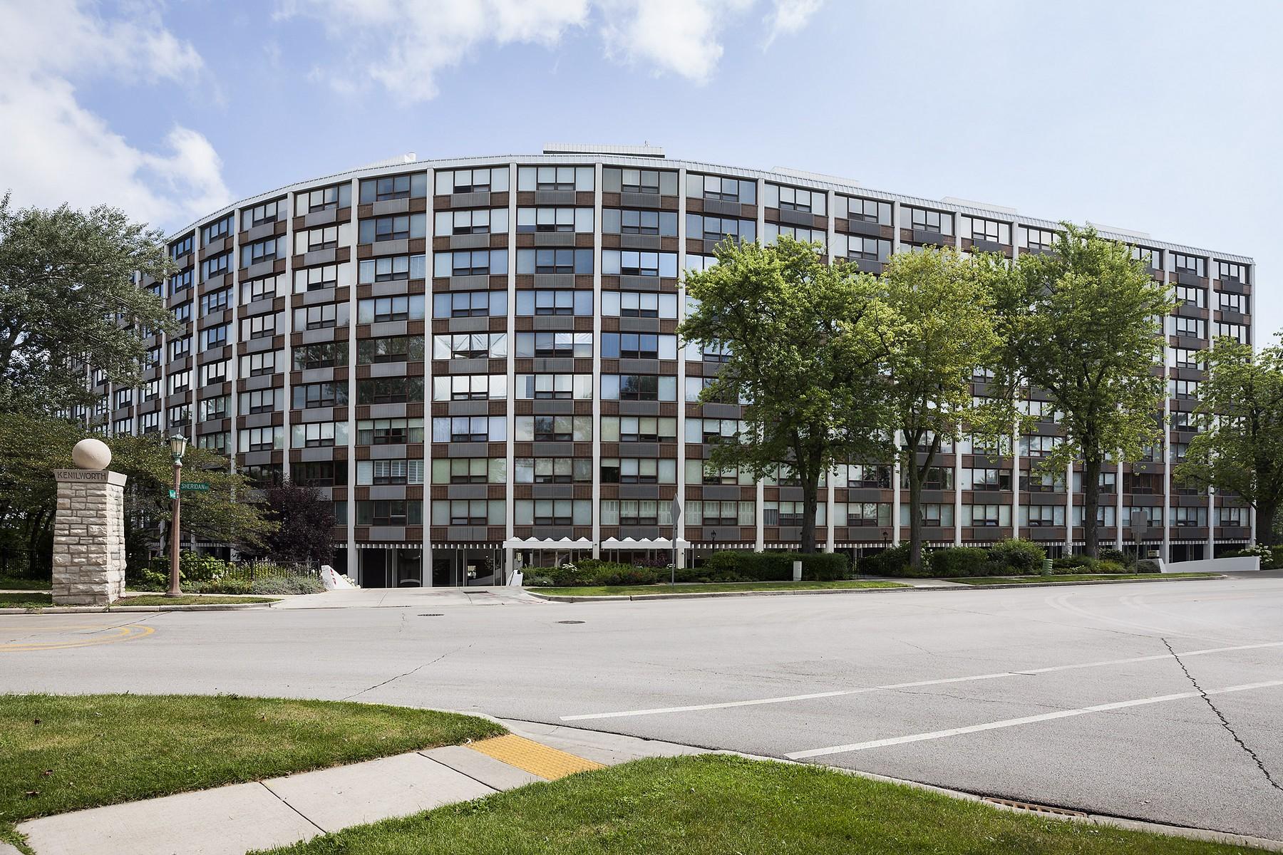 Condominium for Sale at Spacious Tri-Level Cop-Op 1630 Sheridan Road Unit 6I Wilmette, Illinois, 60091 United States