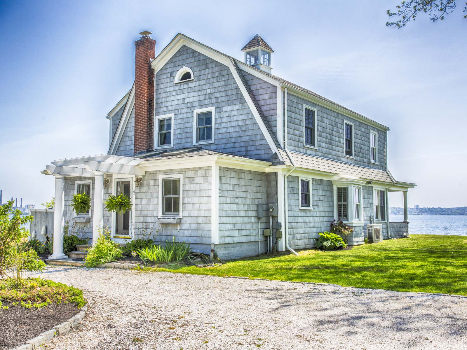 Additional photo for property listing at Touisset Seaside Cottage 4 Calder Drive Warren, Rhode Island 02885 Estados Unidos