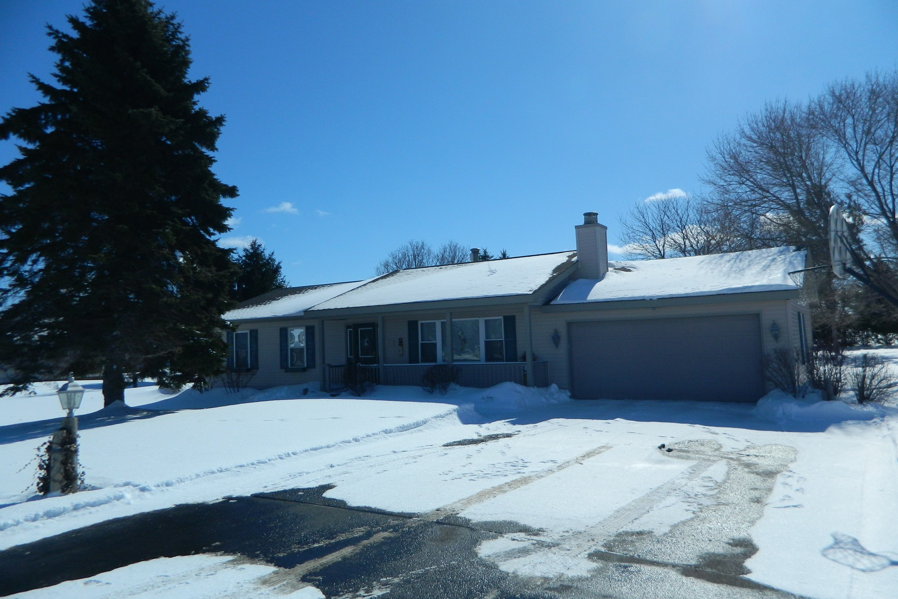 Single Family Home for Sale at Family Home 3189 Mayberry Hill Petoskey, Michigan 49740 United States