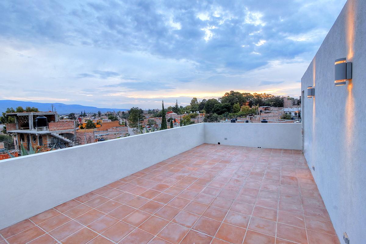 Additional photo for property listing at Casa Vertical Fray Jose Guadalupe Mojica San Miguel De Allende, Guanajuato 37732 Mexico