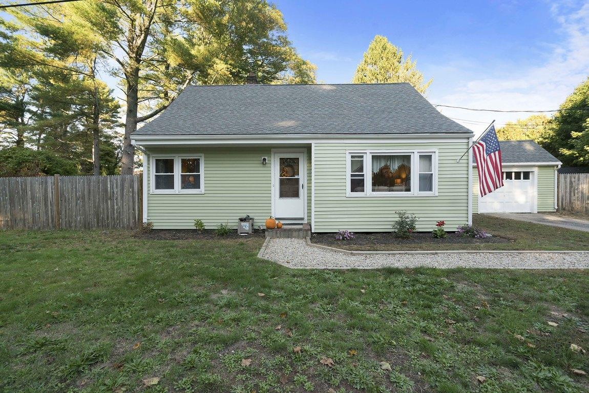 Vivienda unifamiliar por un Venta en Cape 7 Grove St Kingston, Massachusetts, 02364 Estados Unidos